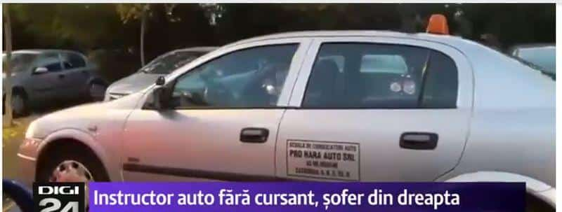 Instructor auto conduce din dreapta